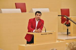 Diskussion im Plenarsaal des Bayerischen Landtags mit Arif Tasdelen